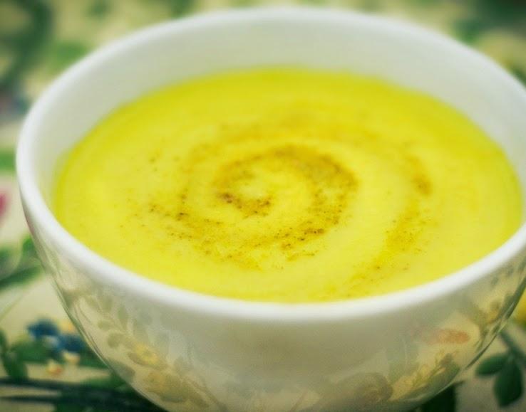 sopa-de-couve-flor-curry-maca-e-acafrao